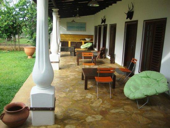 Mahawewa Nature Resort: Veranda of the resort