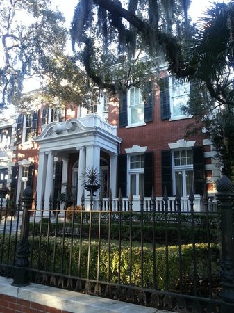 Southern Strolls Walking Tours: One of many stately homes