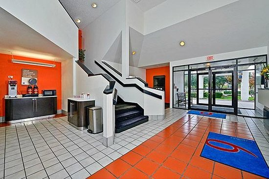 Motel 6 West Plano- Frisco: Lobby Area