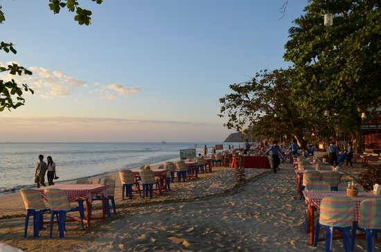 Koh Chang Lagoon Resort : Restaurant on the beach