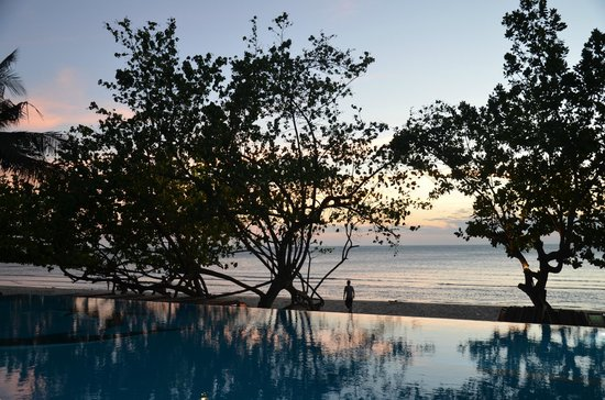 Koh Chang Lagoon Resort: Pool-area by sunset