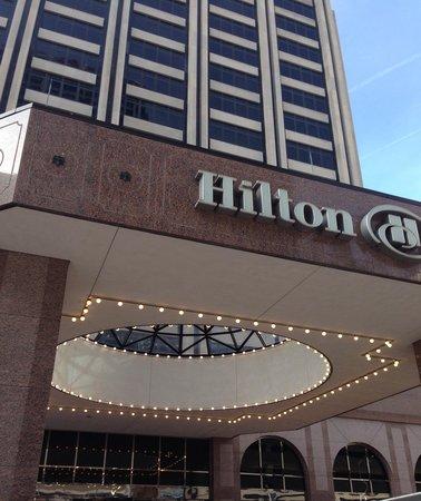 Hilton Indianapolis Hotel & Suites : Exterior