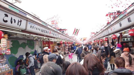 THE GATE HOTEL Asakusa Kaminarimon by HULIC: Street to the shrine