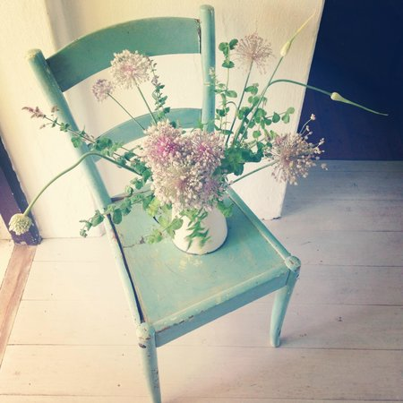 Marianas: beautiful chair with new flowers every day it seems