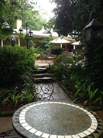 Jatinga Country Lodge: Path up to main patio