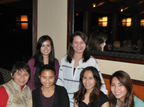 Elephant Bar & Restaurant : Cherry with her daughters and me with my daughters