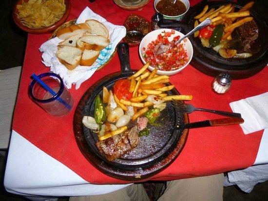 Roberto's Bistro: Half of the 400 gr. Vacío steak