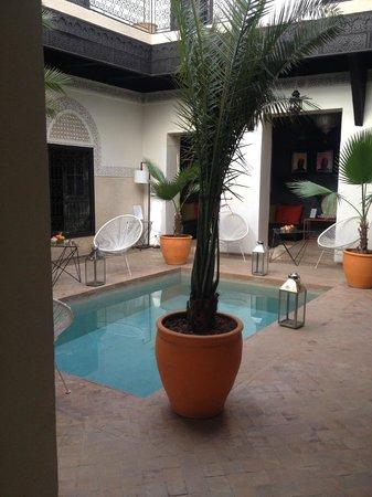 Riad Bab 54: la corte interna con piccola piscina