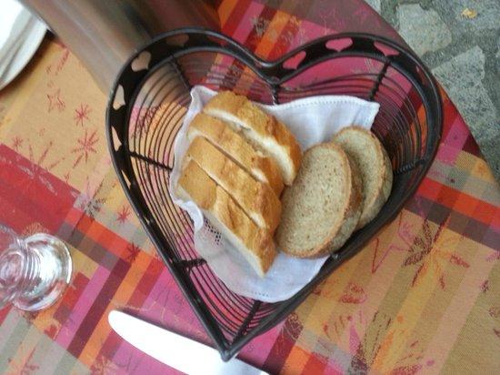Le Manoir du Raveyron : Paniere pain