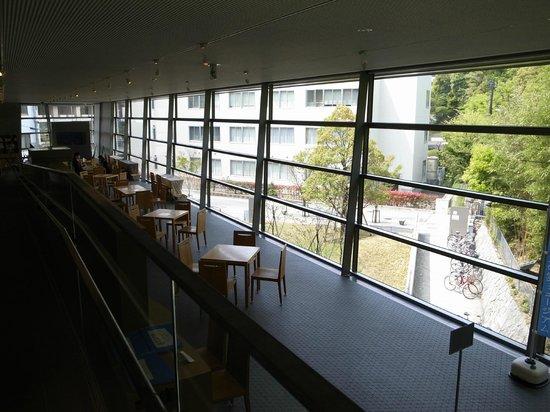 Saka no Ue no Kumo Museum: 外からの光が