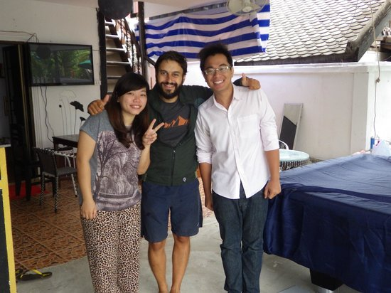LPQ Backpackers Hostel : Me (in the middle) and the 2 owners
