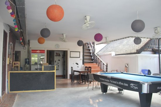 LPQ Backpackers Hostel : Entrance place - table pool - breakfast place