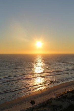 Hyatt Place Daytona Beach - Oceanfront : hotel room view in the morning