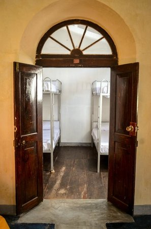 Galle Fort Hostel: Old architecture - Room entrance