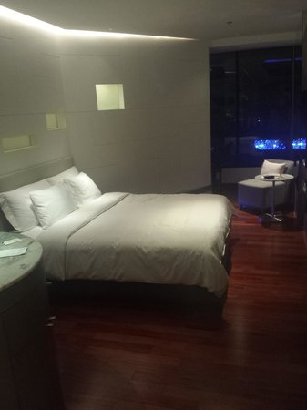 LiT BANGKOK Hotel : (Room: Different Degrees)