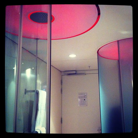 citizenM Amsterdam: Showers