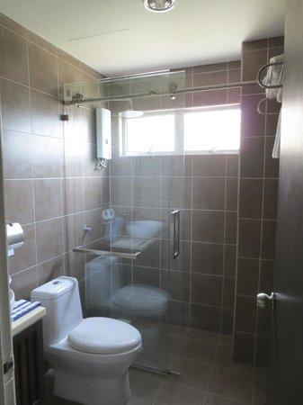 Gold Coast Morib International Resort: 3 Bedrooms Apartment - Master Bedroom Bathroom