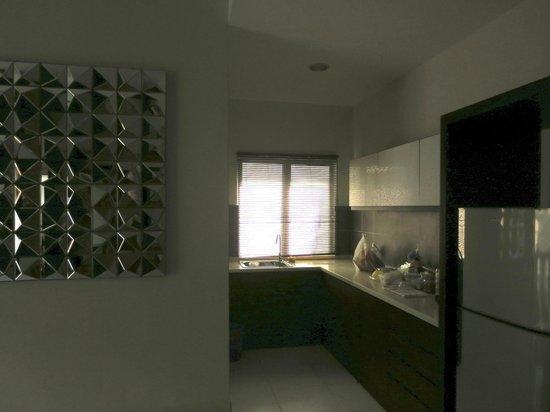 Gold Coast Morib International Resort: 3 Bedrooms Apartment - Kitchen