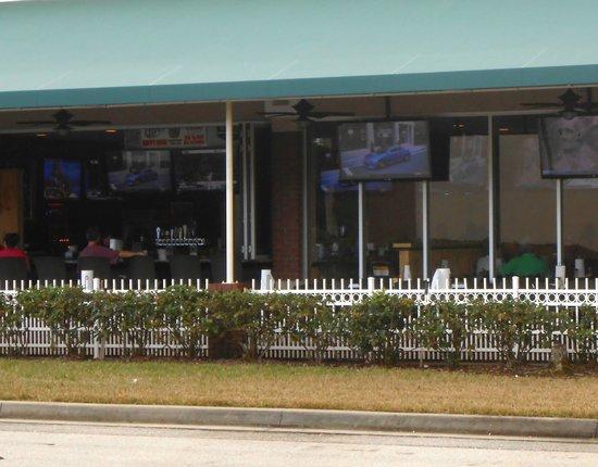 Gator's Dockside at Julington Creek: Outdoors bar and sitting area with big screen TVs