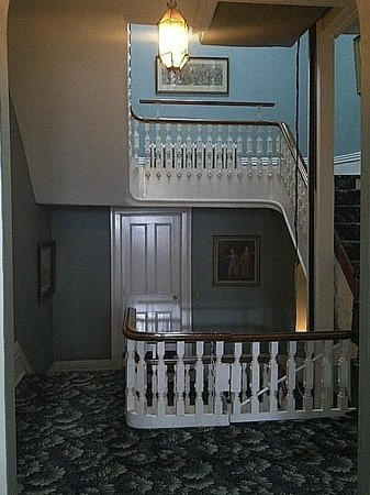 The Highland Manor : Staircase