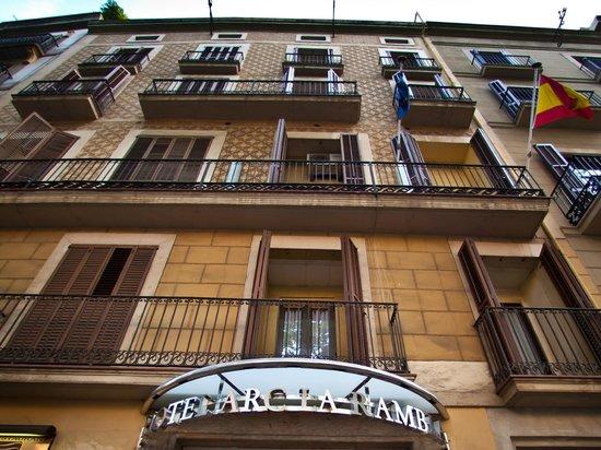 Hotel Arc La Rambla: Facade