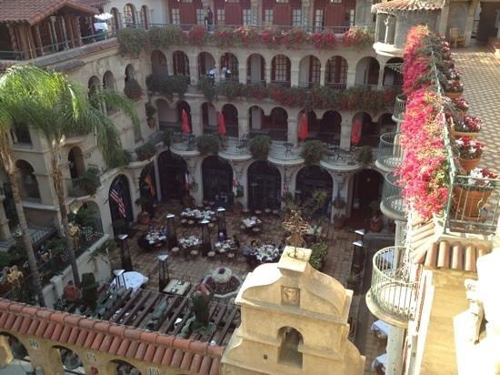 Mission Inn Restaurant: Courtyard dining