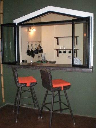 Canaima Chill House: Private bar / kitchen