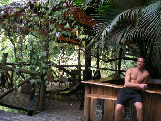 Canaima Chill House: Out by the pool