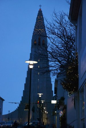 Iglesia de Hallgrímur (Hallgrimskirkja): Seeing the church from the street