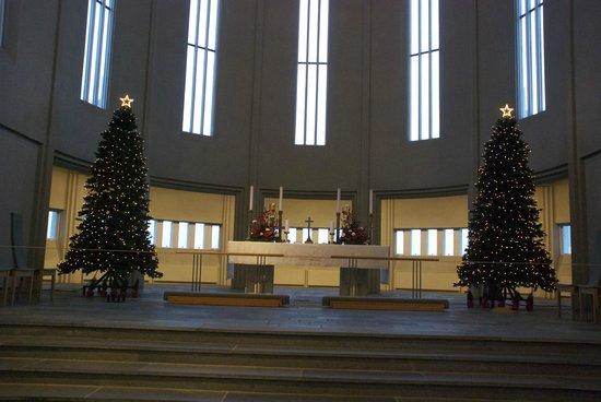 Iglesia de Hallgrímur (Hallgrimskirkja): With Christmas decor