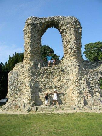 Abbey Gardens: climbing the rubble