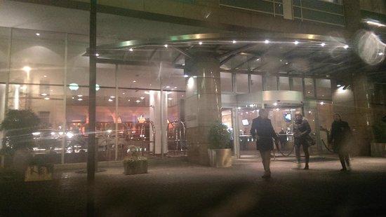 Hilton Frankfurt City Centre : front