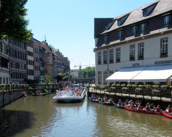 La Petite France : A tour boat comes through the canal.