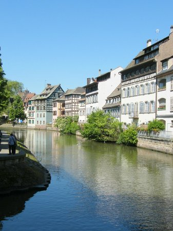 La Petite France : Half timbered houses line the canal.