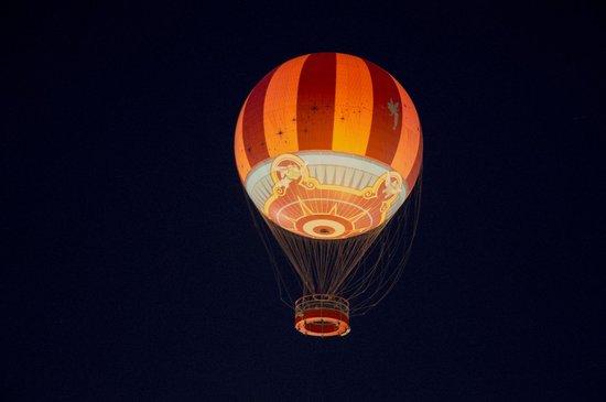 Disney Springs: hot air balloon