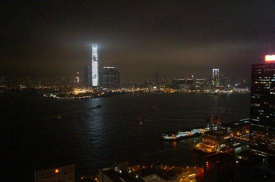 Ibis Hong Kong Central & Sheung Wan Hotel : Вид из окна номера