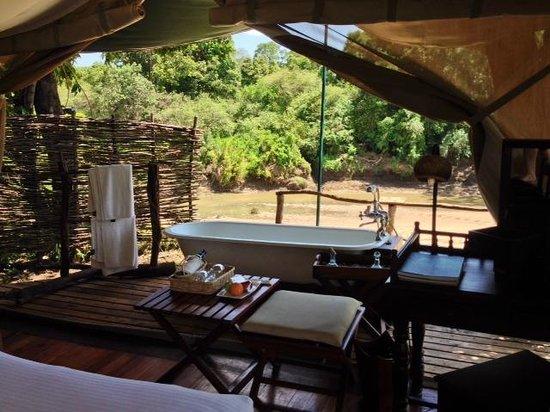 Mara Explorer Camp : Tent 4 - bath outside