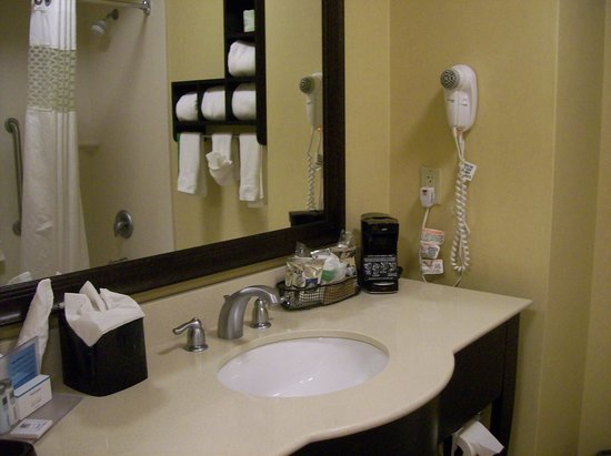 Hampton Inn & Suites Mahwah: Bathroom Vanity