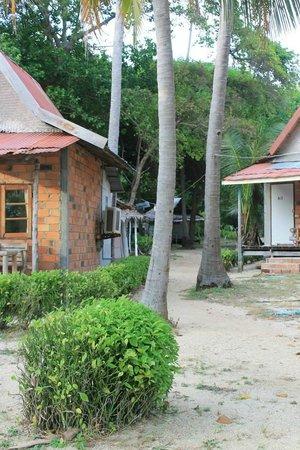 Leela Beach Resort: Non-beach huts