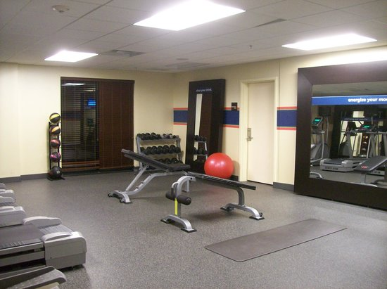 Hampton Inn & Suites Mahwah : Fitness Room