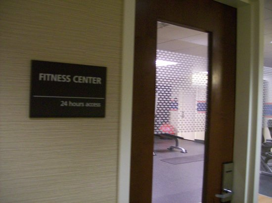 Hampton Inn & Suites Mahwah: Entrance to Fitness Center