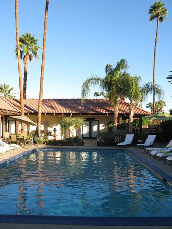 La Maison Hotel: La Maison poolside
