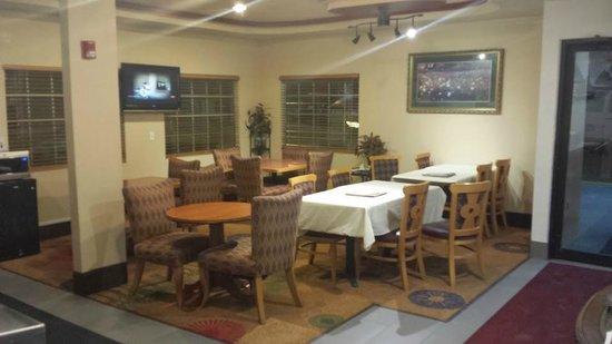 Days Inn by Wyndham Arlington: Lobby