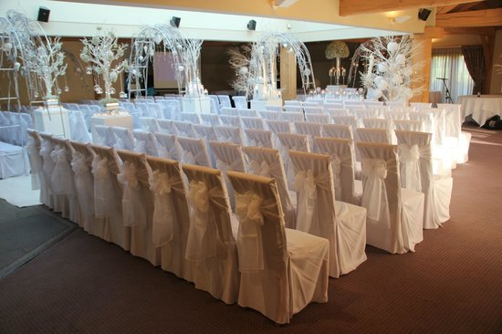 The White Hart Inn at Lydgate: The wedding seating in the Oak Room