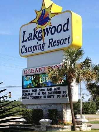 Lakewood Camping Resort: Campground Entry Sign