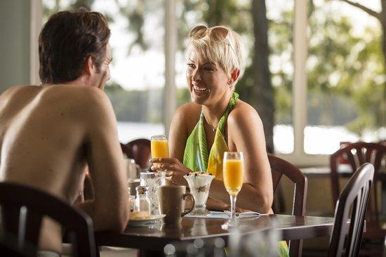 Enjoy dining au naturel at Lakeside Restaurant
