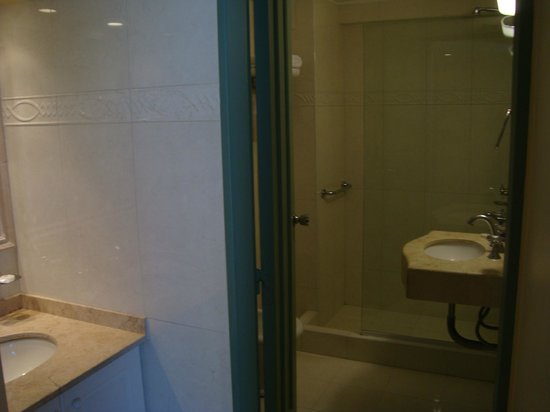 Condor Suites Apart Hotel: Bathroom