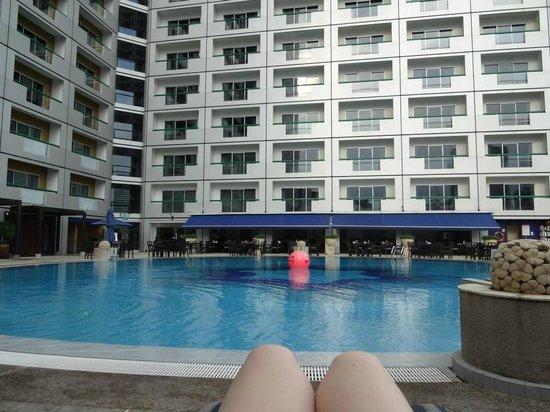 Fairmont Singapore: The pool