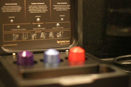 Fairmont Singapore: The Nespresso coffee machine was a great bonus