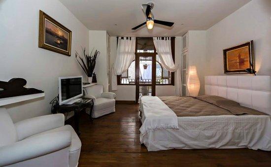Pancaldi Suites: Balcony Room